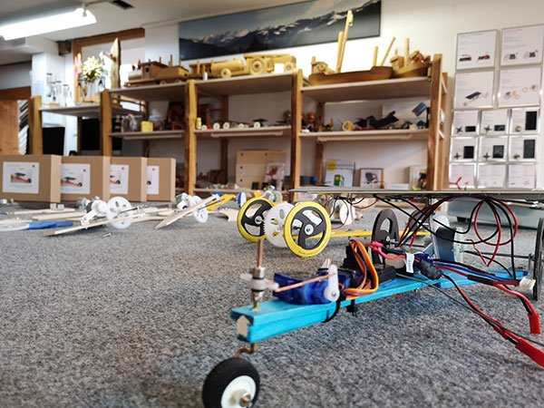 Solarauto im kleinem Atelier