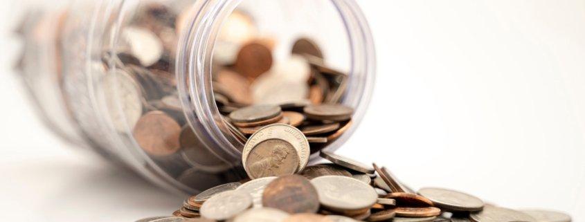 Münzen in einer Dose