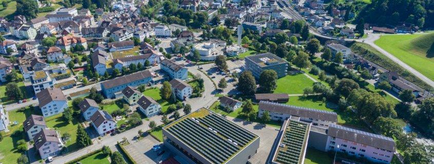 Luftaufnahme von Dorf Wattwil