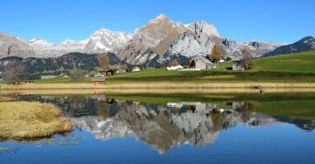 Berg spiegelt sich im Bergsee