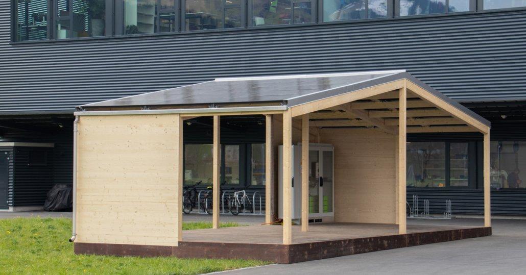 Solarpavillon aus Holz mit Technikschrank