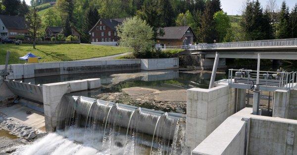 Wasserkraftwerk mit Schleuse